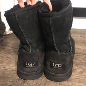 Black Short Classic Uggs size 4 6